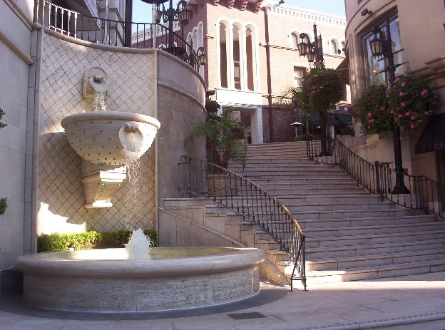 Beverly Hills California   Fountain