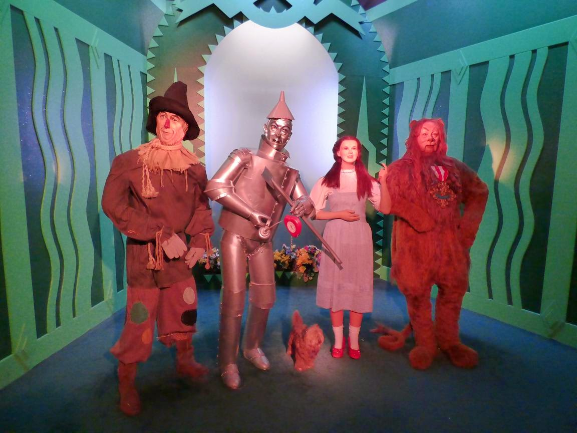 wizard of oz scarecrow tin man dorothy lion toto