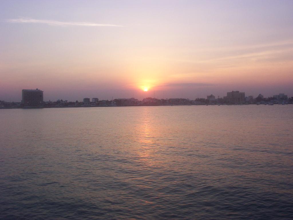 Veracruz Mexico   Sun Going