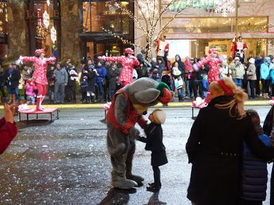 stroll through downtown bellevue seattle christmas 3