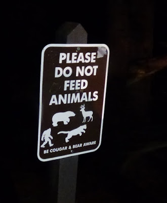 please do not feed animals