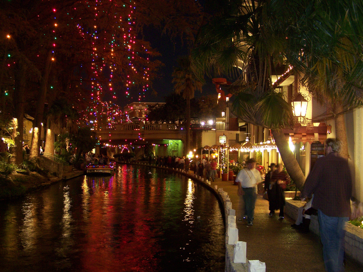 christmas lights along the san antonio riverwalk